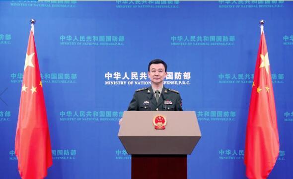 """中国海军多艘主战舰艇集中入列是""""秀肌肉""""?国防部明确表态"""