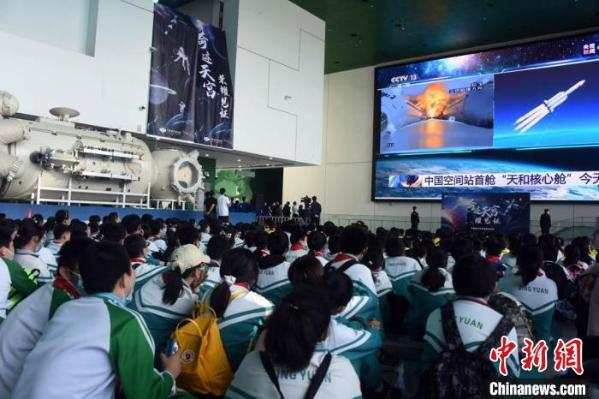 中国空间站天和核心舱1:1结构验证件亮相中国科技馆
