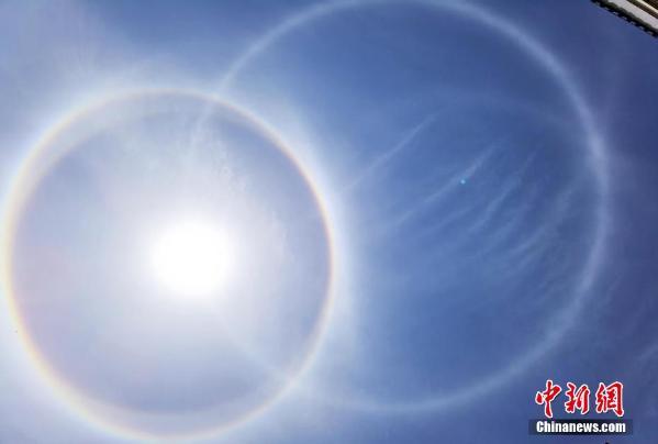 湖南南岳衡山上空现双环日晕