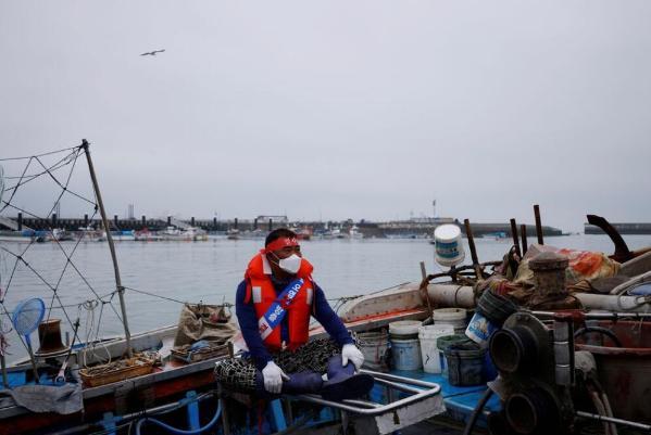 """韩国数百渔民抗议日本""""排污入海""""决定:""""谴责不负责任的核攻击"""""""