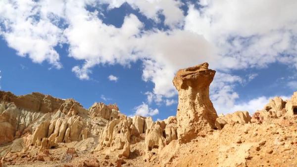 """西藏考古大发现:探秘千年墓葬群 揭开""""洞室之谜"""""""