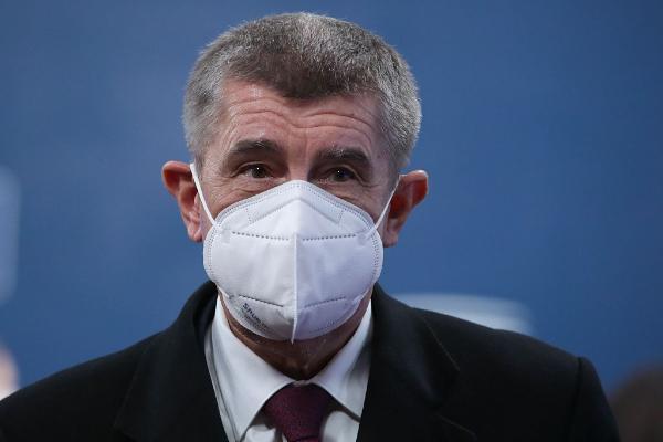 捷克总理突然改口 呼吁缓和对俄紧张关系