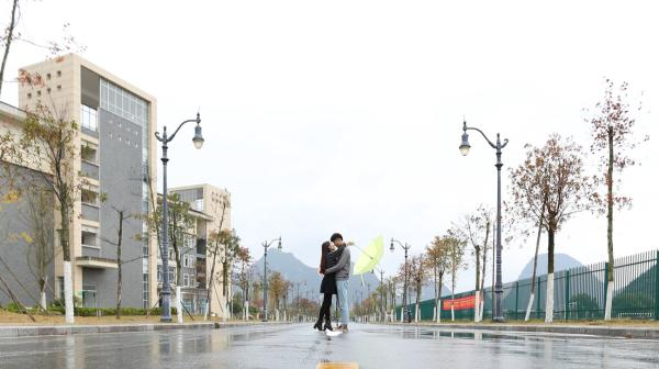 河南一中学校长毕业典礼致辞:去大学谈恋爱吧