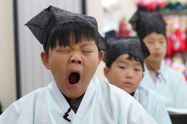 韩国儿童体验传统文化哈欠连天