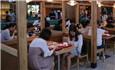 食堂搭起茅草屋 杭州高校高颜值餐厅火了