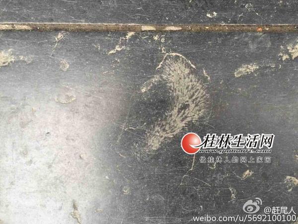 桂林街头地砖上花纹古怪