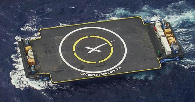 发射前屹立在卡纳维拉尔角40号发射台上的猎鹰9号火箭。(腾讯太空配图)   这次发射是猎鹰9号火箭自2010年首次亮相以来的第22次飞行,也是该型火箭升级后的第二次发射,携带更多的燃料产生更多的推力将重型卫星送入轨道。同时本次也是SpaceX公司2016年的第二次发射,今年在卡纳维拉尔角的首次发射。   本次搭载猎鹰9号火箭升空的SES9通信卫星由波音公司制造,归属全球最大的卫星运营商卢森堡SES公司。这颗卫星将为亚太地区用户提供广播电视服务,并为印度洋上的船员与乘客提供通信服务,该卫星将在20