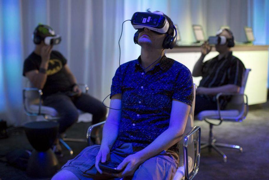 港媒:内地虚拟现实购物中心呼之欲出 商场再遭重创