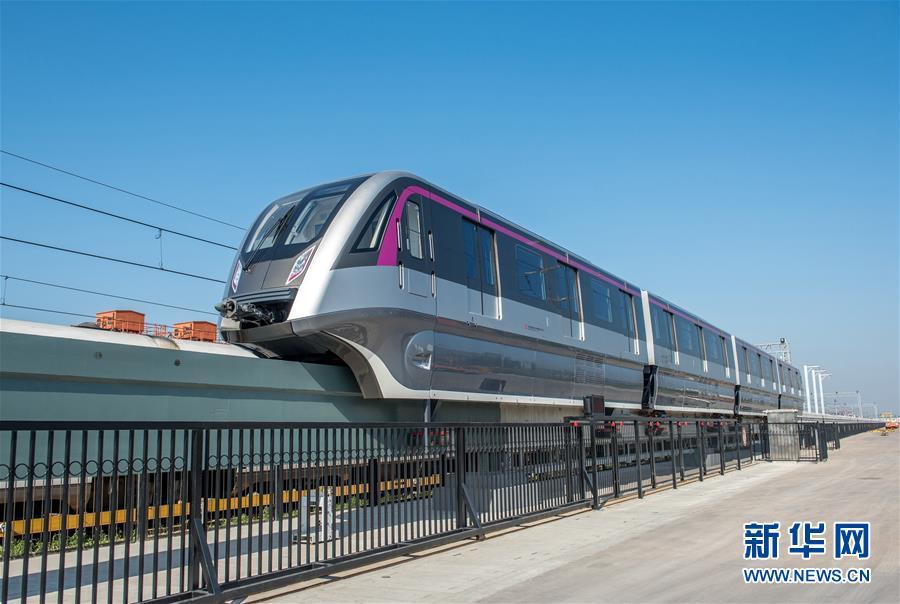我国首列永磁跨座式单轨列车在青岛下线