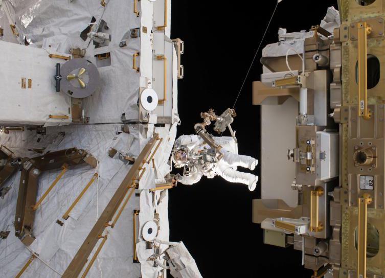 宇航員6小時太空行走