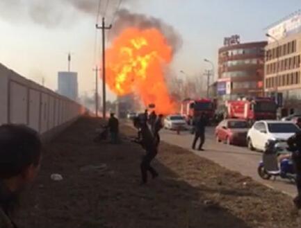 天津津南区街头突发大火图片