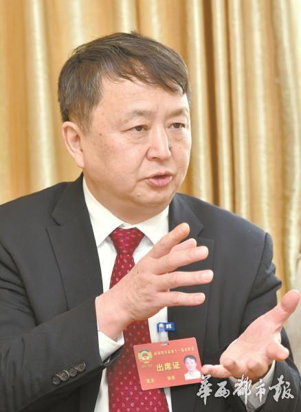 四川政协委员张勇建议:公共场所设禁烟监督员