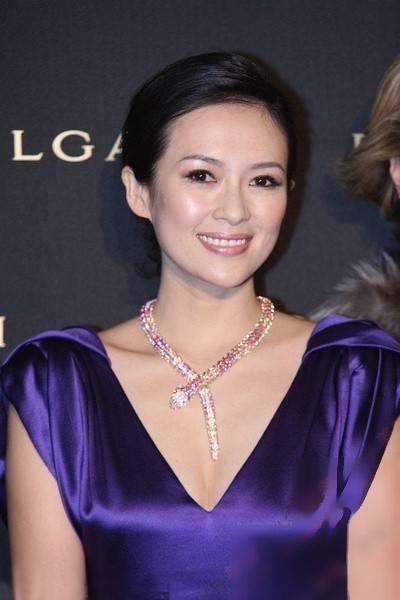 真假林志玲合影似姐妹 盘点女星最美部位图片