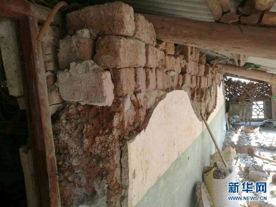 云南个旧连发多次地震 师生跑到操场避险