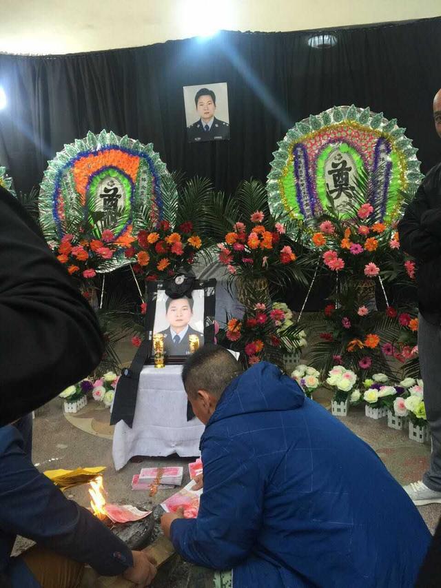 河南民警整治娱乐场所行动中被电身亡 年仅37岁