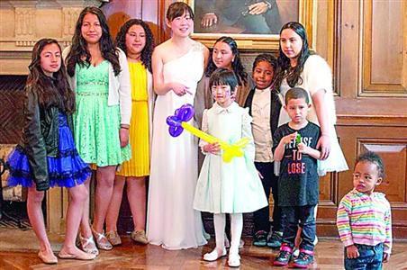 华裔女子拒签婚前协议取消婚礼 改请60贫困家庭