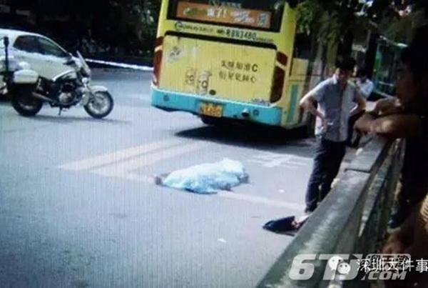 学生遭公交车碾压身亡 司机关门夹住孩子书包(图)