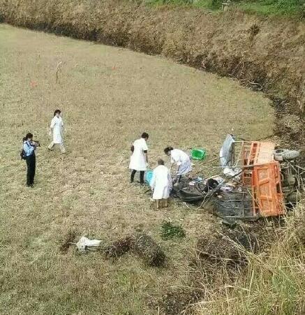 广西隆林一三轮车侧翻 已致8人死亡4人受伤