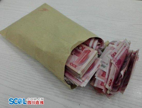 四川天降近9万元现金无人认领 市民悄悄捡钱(图)
