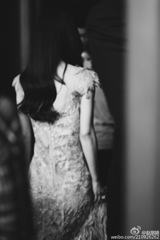 赵丽颖弟弟结婚 婚礼上感动落泪 与妈妈温馨牵手照