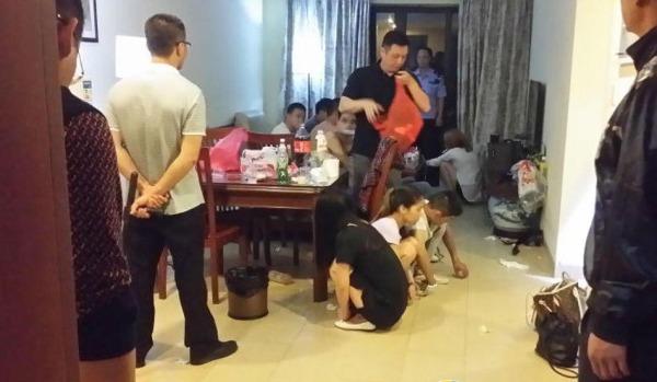 男女开房图片_广东7男4女开房喝奶茶 多人裸身被抓(图)[2]- 中国日报网