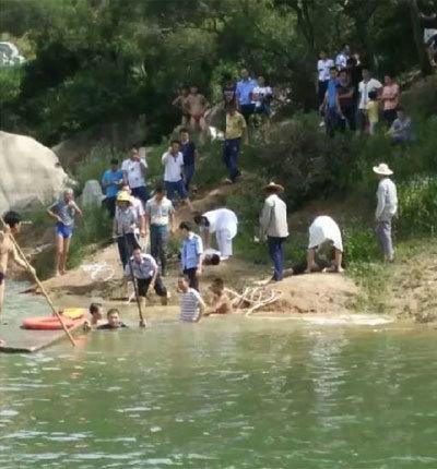 刚高考完玩水溺亡 3男1女抢救无效发生悲剧(图)