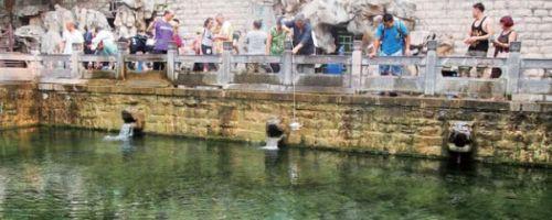 济南黑虎泉仨兽头已经复喷俩 济南泉水已熬过最渴季