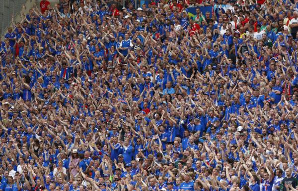 组图:冰岛赛后霸气庆祝仪式 维京人来袭爆冷英