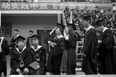 清华举行本科生毕业典礼
