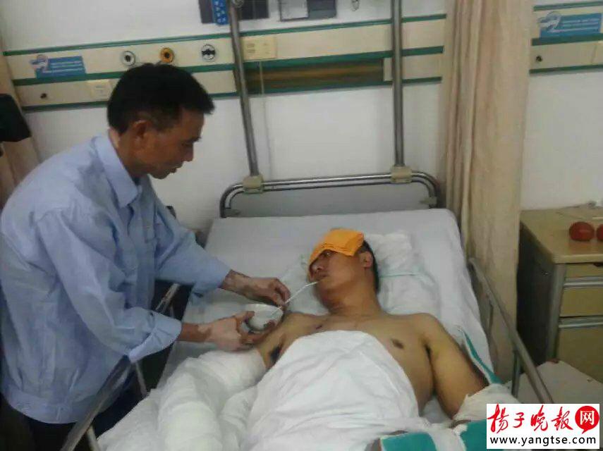 曾献血上万毫升的他献血途中遭遇车祸 众人伸援手