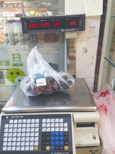 水果8两当1斤卖 一杆小秤