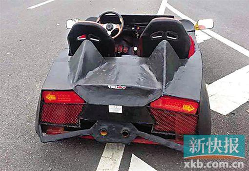 """小伙将摩托车非法改装成""""保时捷"""" 驶入高速(图)"""