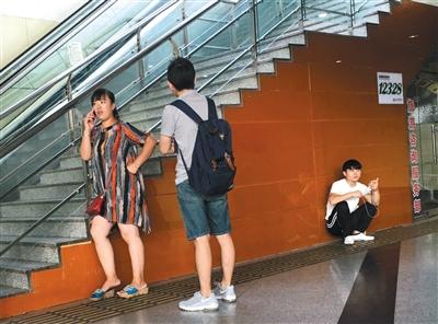 """吉祥坊官网现场赌博:长途车站遍""""黄"""