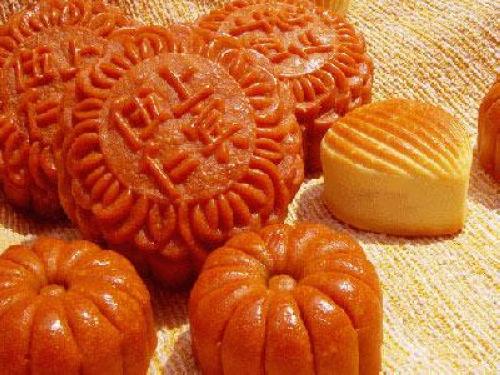 大同县月饼称团圆饼,大至二,三尺,中秋夜且有守夜之俗.