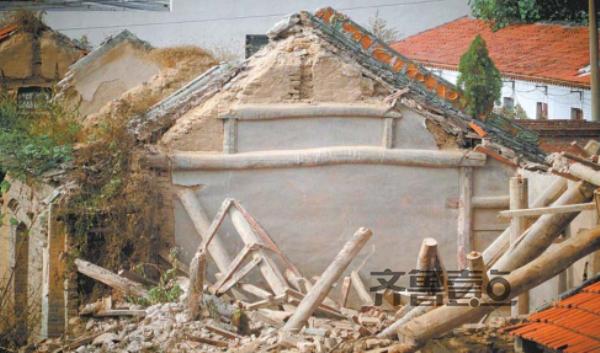 济南一文保单位老建筑被拆 施工方:不小下心弄塌