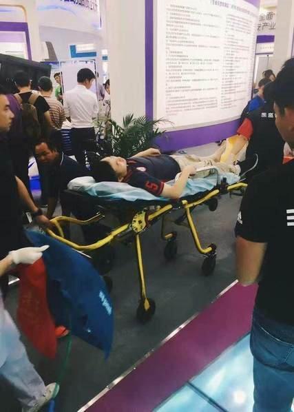 全国首例机械人伤人事宜:伤者已被担架抬走