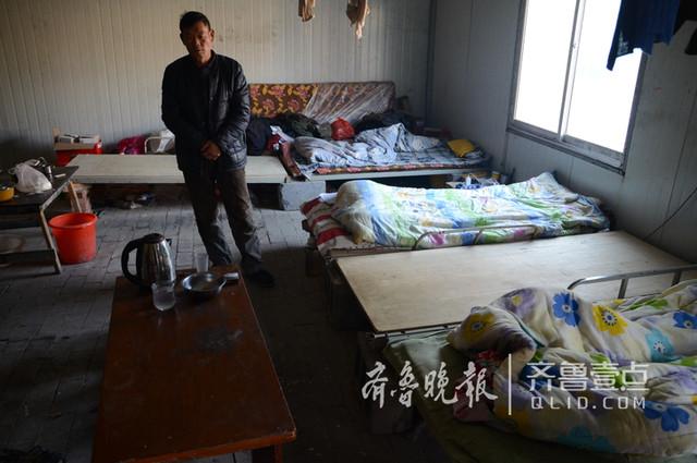 河南农民工济南讨薪36天 靠馒头咸菜一床薄被度寒冬