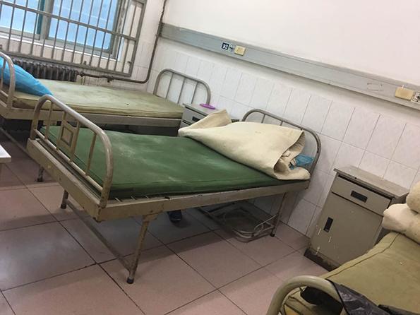 贵阳医生带64名精神科患者转院 家属:谁对患者好跟谁