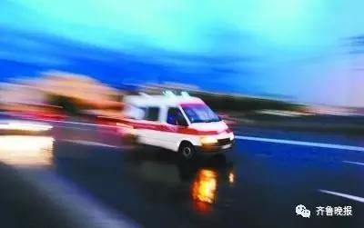 救护车路上被堵!司机斥未避让车辆 患者不幸死亡