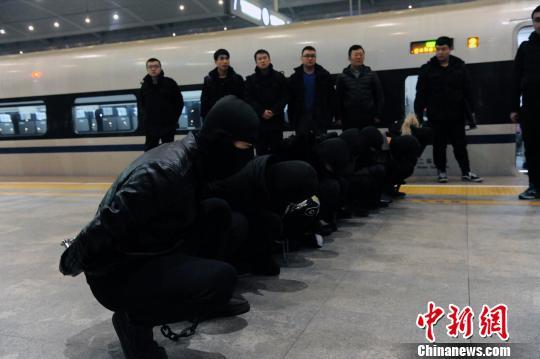 """太原警方打掉一特大利用""""微信招嫖""""团伙 行骗22省份"""