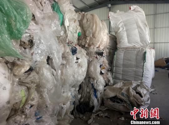 """南京海关捣毁跨省""""洋垃圾""""走私团伙查证550余吨废塑料"""