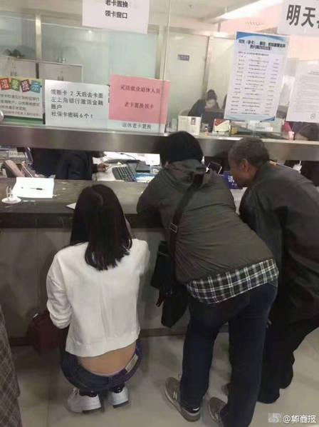 组图:郑州社保局现不人性化窗口 网友称很丁义