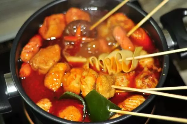 你竟是到一锅想象美味的麻辣烫,吃到肚子里的看似化学原料和止泻药僵的肯美食俘虏图片