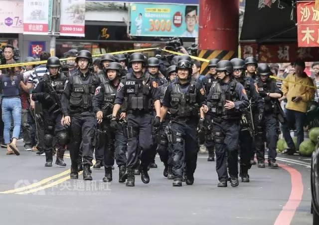 台湾警员批媒体直播警匪对峙:干脆把战术板给歹徒