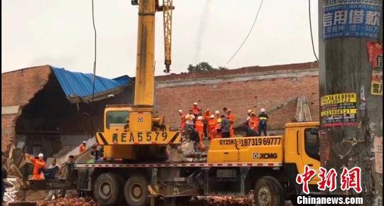 河北任县小商场坍塌已致2死相关责任人被警方控制