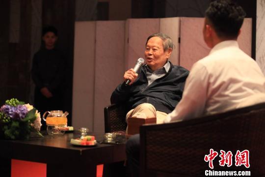 95岁杨振宁重游云南:忆西南联大谈长命法门
