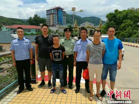 湖北 中国/缅甸警方将犯罪嫌疑人移交给中国警方。来公宣摄...