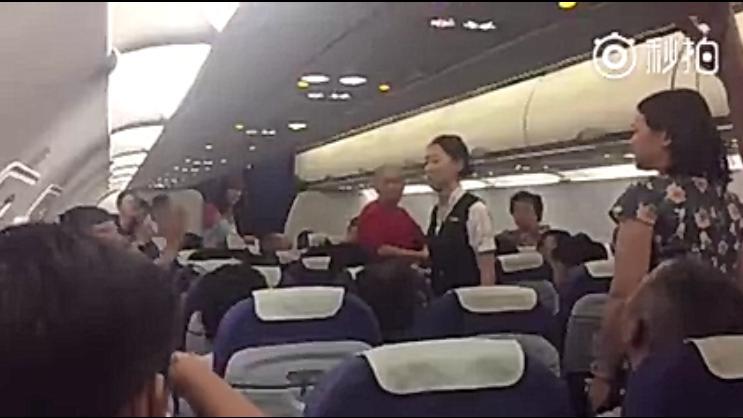 深航一航班乘客中暑晕倒疑因机舱温度过高 紧急抢救后