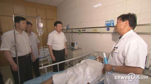 京昆高速特大交通事故 陕西书记省长作出批示指示并看望伤员