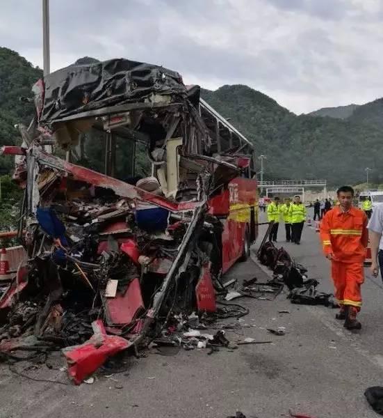 京昆高速特大交通事故致36死:多数乘客熟睡 没系安全带
